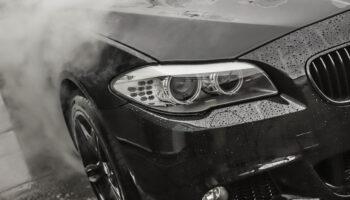 Jak prawidłowo umyć samochód na myjni bezdotykowej?