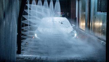 Myjnia samochodowa – ręczna obsługowa, samoobsługowa czy automatyczna